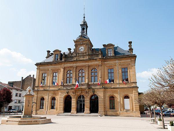 Das Rathaus von Pirnas Partnerstadt Longuyon in Frankreich